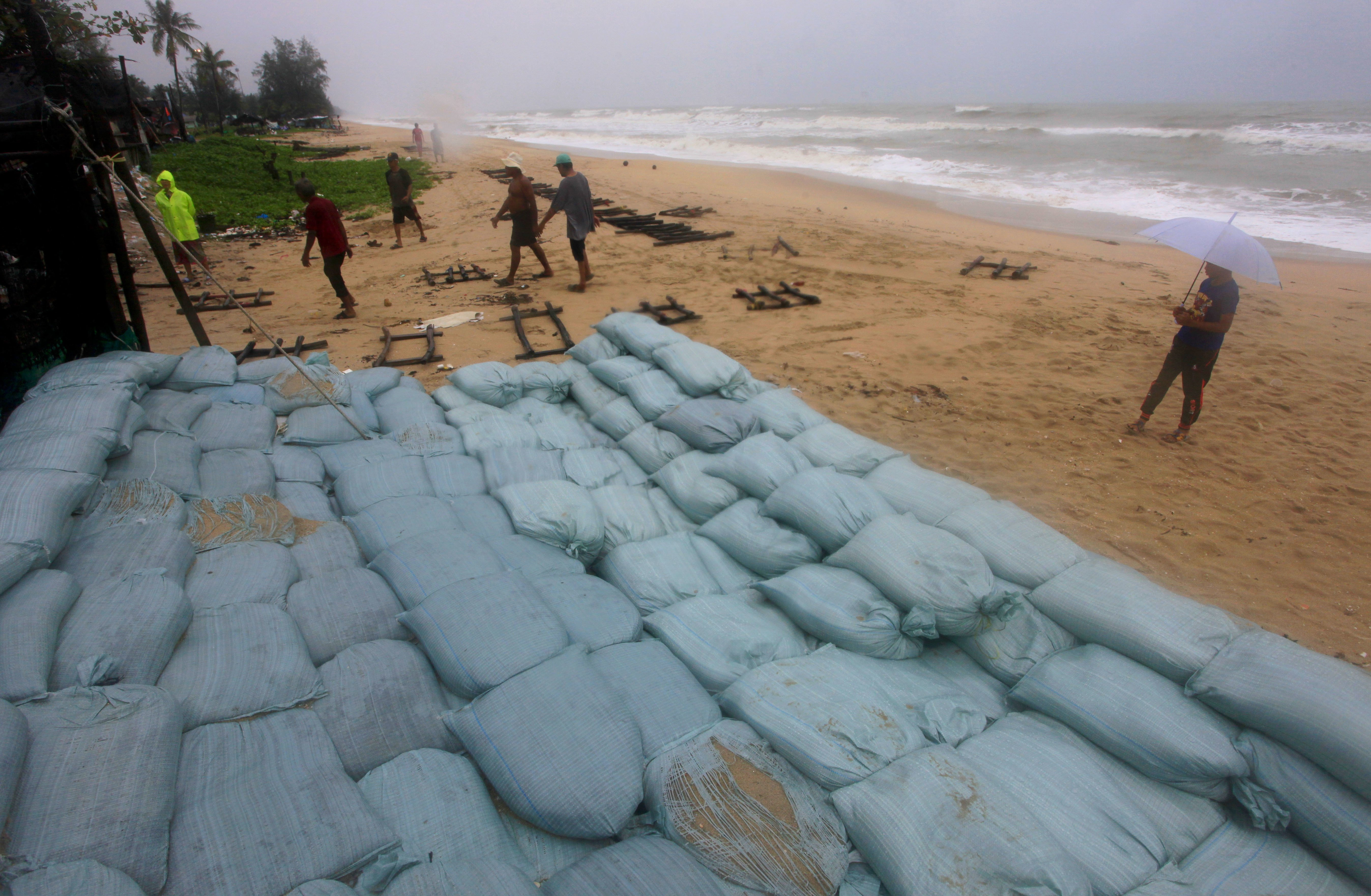 thai-beach-resorts-braced-for-tropical-storm-oxford-mail Thai beach resorts braced for tropical storm - Oxford Mail