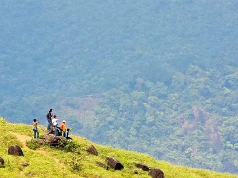 ponmudi-trekking